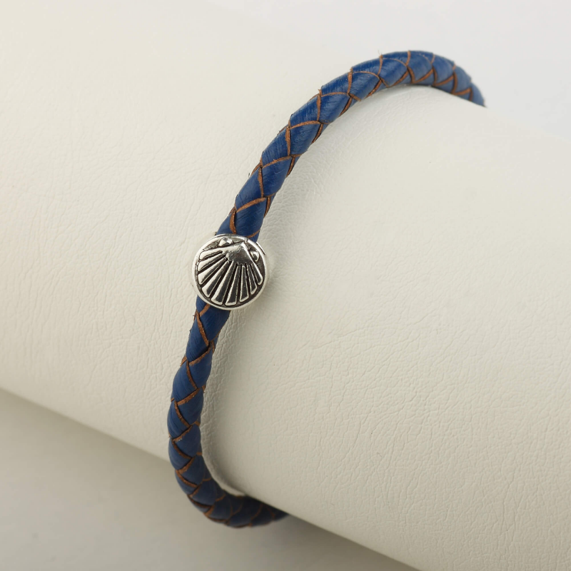 Leather bracelet braided with Camino shell, blue