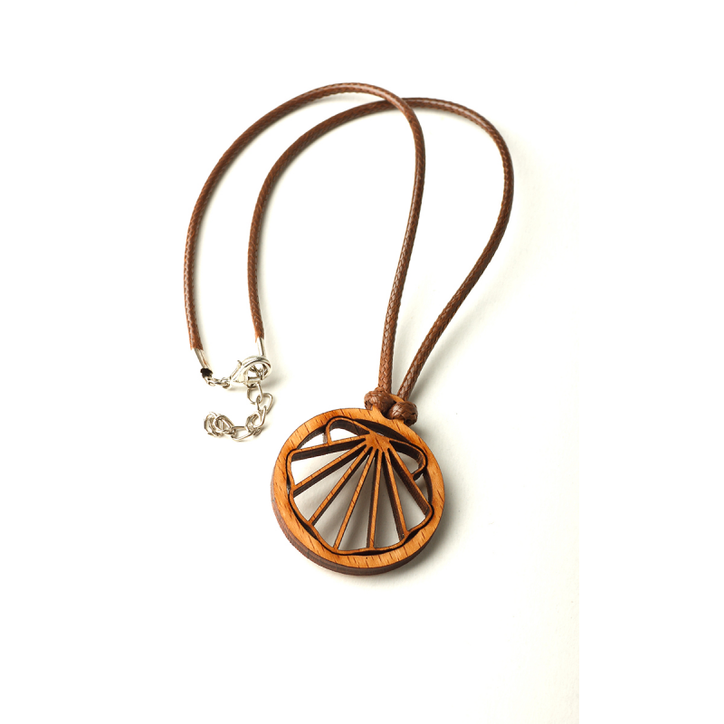 Necklace with wooden shell